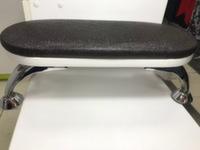 Подставка-стойка для рук маникюрная на хромированных ножках, цвет черная икра